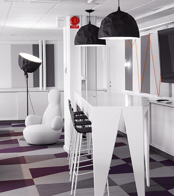 Skype-Stockholm-Office-white-table