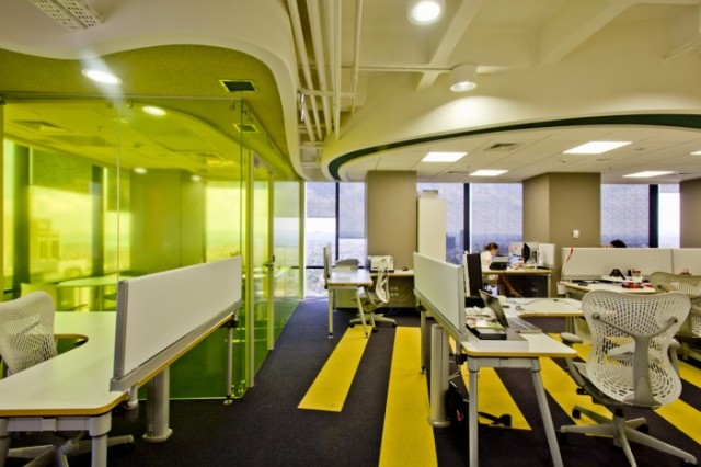 Yandex-Istanbul-Office-desk